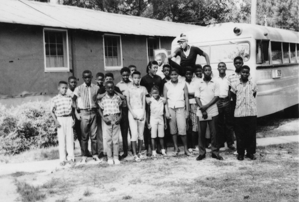 mla-bethel-1960-gulfport-group-with-bus