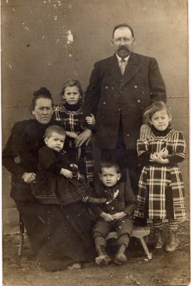 mennonite-family-terek